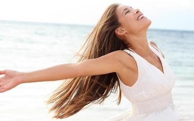 החלקת קראטין – מהחלקת שיער זמנית ועד החלקת שיער קבועה