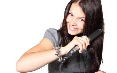 כיצד פן, מיישר שיער או בייביליס עלולים לפגוע בשיער.